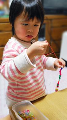 赤ちゃんの成長と発達に大切な、良い遊びとおもちゃ