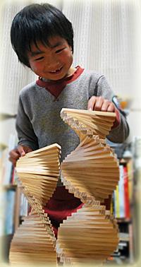 作る楽しさを知るのは、自然素材のシンプルなおもちゃだからこそ