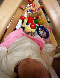 赤ちゃんが、触る遊びも始めましたよ^^横置き・縦置き、位置を変えても^^