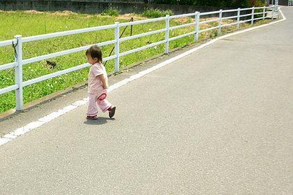 ゆっくり歩けば、いろんなものが見える。ゆっくり歩けば、いろんな音が聞こえる。 ゆっくり歩けば、遠くまで行ける。