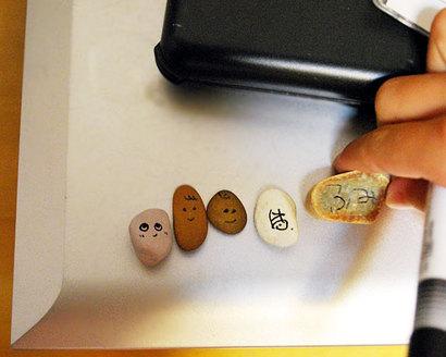 川で拾った石に、顔を描く^^♪なんともかわいらしい子たちが、並びました^^