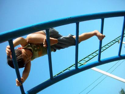 子どもって、どうして何回も土手を登ったり降りたりするんでしょうね^^