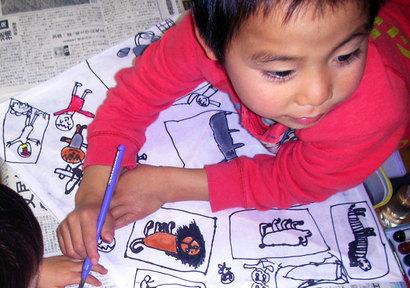 小さな子どもは、自分の気持ちを言葉にすることが、難しい。 だから、何で表現するか...?それは、絵を描くこと^^
