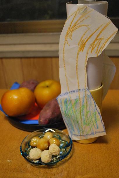 十五夜の日、雨でススキをとりに行けなくなった5歳さんが、 ススキの絵を描いて、飾ってくれました^^