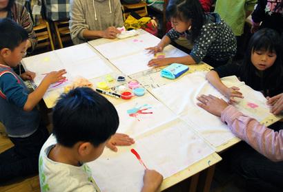 描くことの気持ちよさ、楽しさを、子どもにも大人にも、いっぱい感じてほしい^^だから、「指」で絵を描こう♪