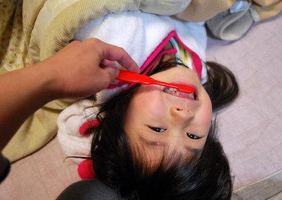 子どもの歯ブラシの仕上げ磨きで^^