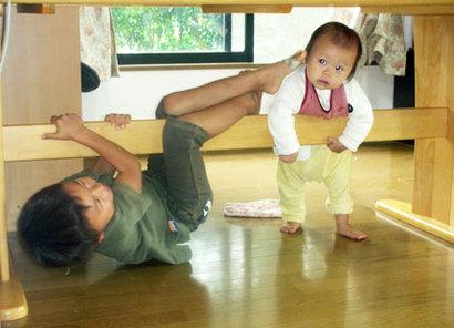 つかまり立ち、伝い歩きの赤ちゃんおもちゃ
