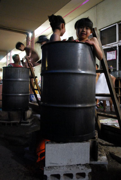 保育園お泊まり会のドラム缶風呂