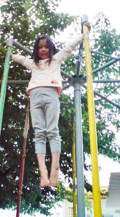外にある遊具は、子どもの体幹を育ててくれる^^