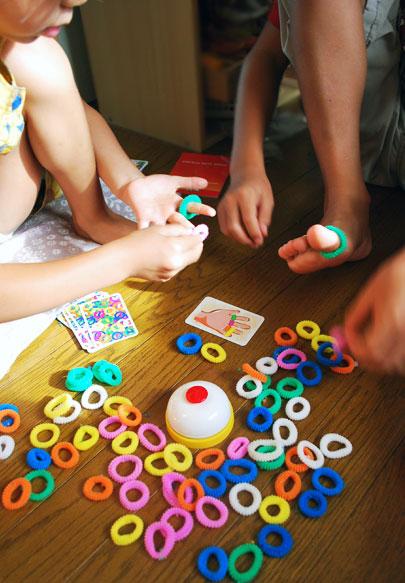 小学生ハルの友達がどたどたとやってきて、あれやろーぜー!...「あれ」とは、このゲーム 「リング・ディング」!