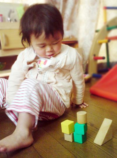 子どもと、積み木とかで 一緒に何かを作る作業していると、  なぜかおしゃべりも楽しい♪