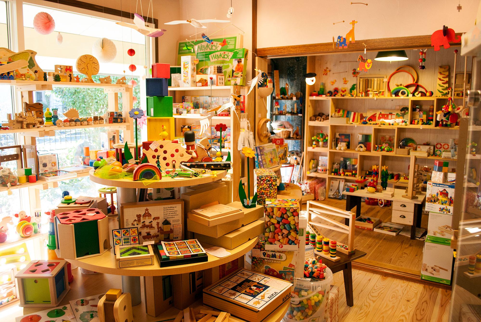 木のおもちゃの専門店 かばんねこ