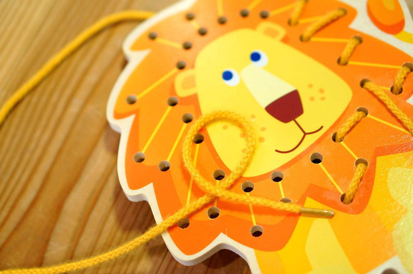 ライオンのひも通し