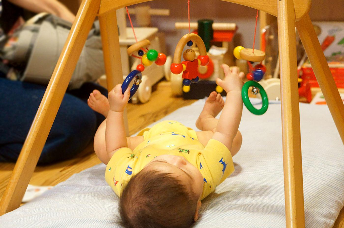 赤ちゃんも、じぶんのしたいこと、できることであそびます