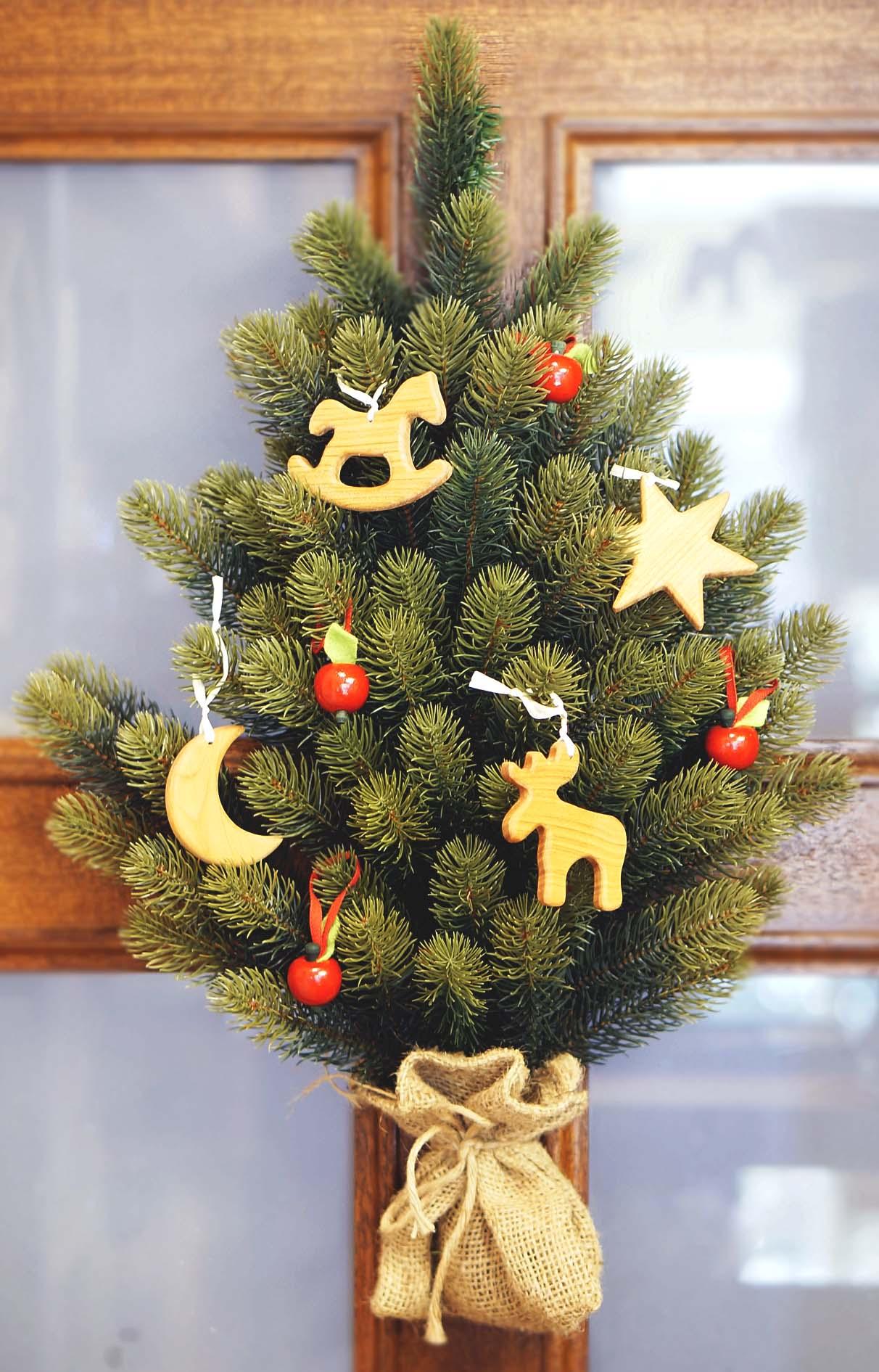 RSグローバルトレード社のクリスマスツリー 壁掛け式ツリー