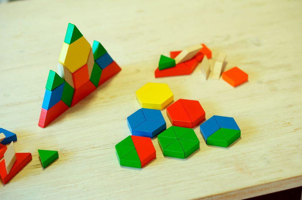 パターンブロックで図形遊び