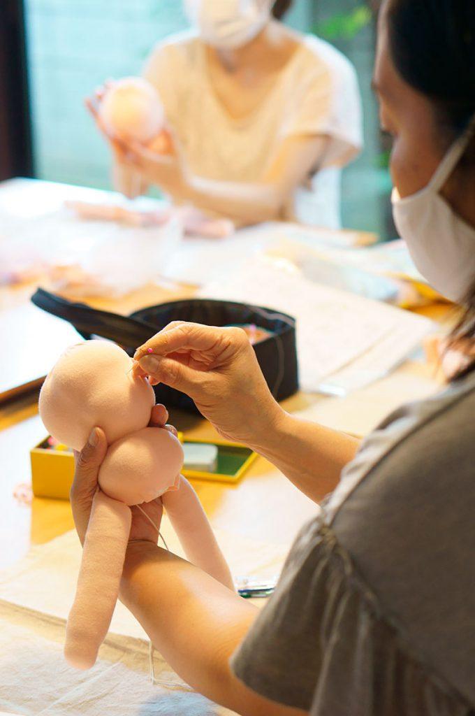 ウォルドルフ人形作り講座でお人形のお顔の中心を決める