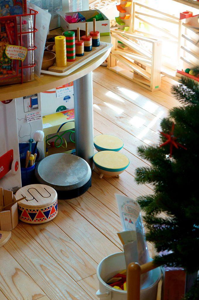 かばんねこのクリスマスと木のおもちゃ