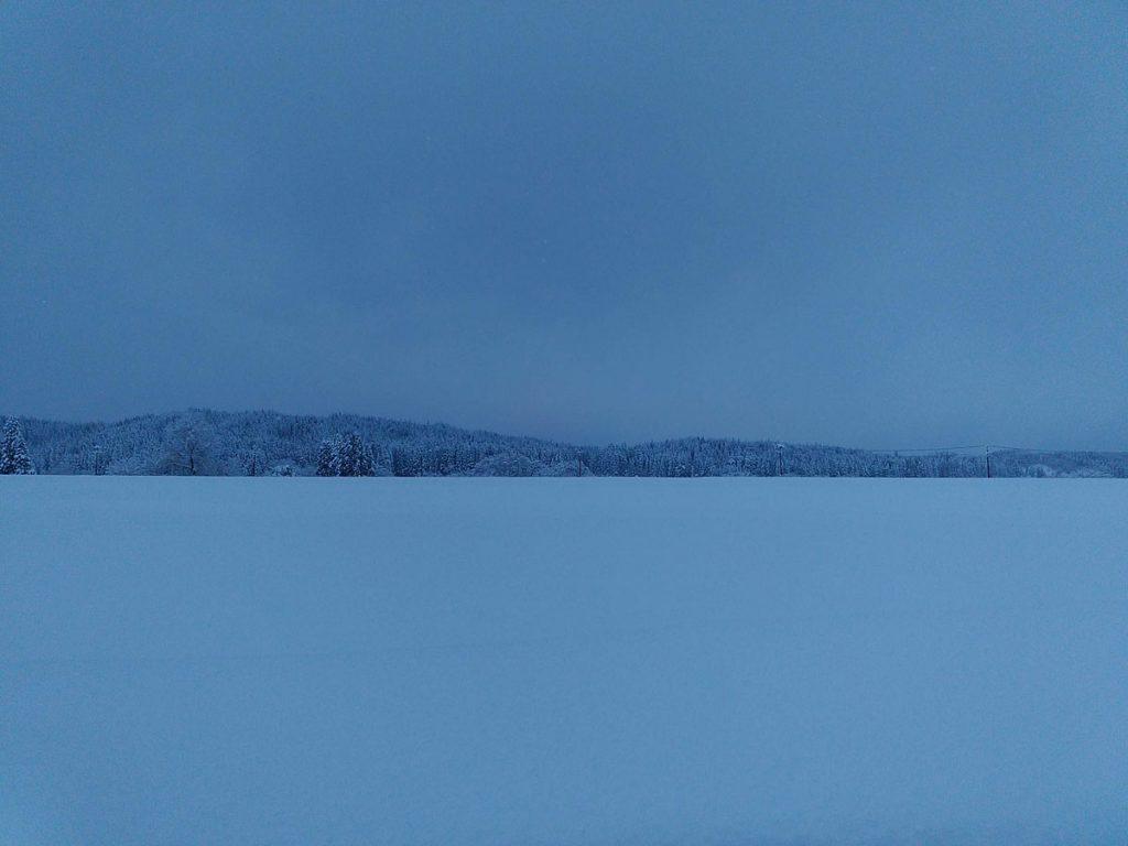 秋田の雪の夕方